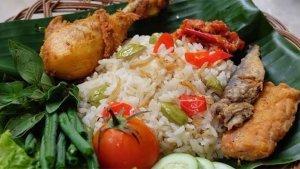 Menu Sahur: Resep Nasi Liwet Rice Cooker, Cocok Dimakan dengan Lauk Ayam dan Tempe Goreng