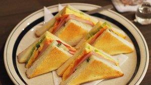 Resep Sandwich Daging Telur untuk Menu Sarapan, Bikinnya Cuma 5 Menit