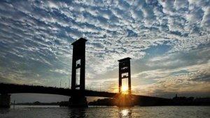 5 Tempat Ngabuburit Asyik di Palembang, Ada Jembatan Ampera hingga Benteng Kuto Besak