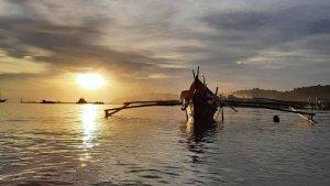 TRAVEL UPDATE: Menikmati Keindahan Pelabuhan Teluk Bayur dari Bukit Karan Rawang Padang