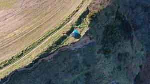Viral di Medsos, Pasangan Ini Ajak Anaknya Berkemah di Tepi Tebing 203 Meter yang Sempat Longsor