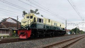 Kabar Gembira Buat Railfans! KAI Hadirkan Kembali Livery Lokomotif Jadul Tahun 953-1991