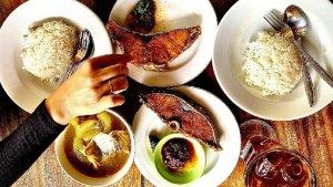 10 Kuliner Malam di Bali yang Menggugah Selera, Cobain Lezatnya Sop Ikan di Warung Mak Beng