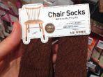 barang-inovatif-dari-jepang-kaus-kaki-kursi.jpg
