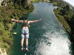 bungy-jumping-di-sungai-waikato_20170325_142216.jpg