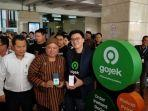 co-founder-gojek-kevin-aluwi-kanan-saat-meluncurkan-aplikasi-gocar-instan.jpg