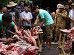 festival-meugang-di-pasar-daging-tradisional-peunayong-banda-aceh_20180821_082439.jpg