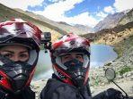 foto-selfie-donna-dan-darius-di-perjalanan-menuju-pegunungan-himalaya.jpg