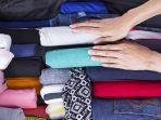 gulung-pakaian-untuk-menghemat-ruang-dalam-koper-ataupun-ransel.jpg