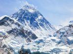 Ketinggian Gunung Everest Bertambah Hampir 1 Meter, Ini Sebabnya