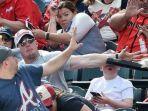 hampir-terkena-tongkat-baseball_20180216_150610.jpg