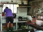he-pergi-ke-dapur-memakai-sepatu-boots_20180918_132516.jpg