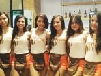 hooters-girls_20170410_100654.jpg