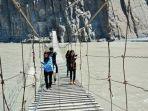 hussaini-hanging-bridge-di-pakistan.jpg