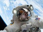 ilustrasi-astronot-di-luar-angkasa.jpg