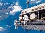 ilustrasi-baju-astronot.jpg