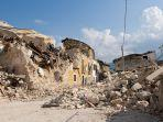 ilustrasi-bangunan-yang-hancur-akibat-gempa.jpg