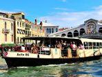 ilustrasi-kapal-vaperetto-atau-bus-air-di-venesia-italia.jpg