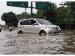ilustrasi-mobil-terjang-banjir.jpg