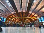 ilustrasi-suasana-di-terminal-bandara-fiumicino-roma.jpg