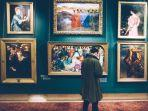 ilustrasi-turis-yang-sedang-menyaksikan-lukisan.jpg