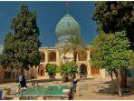 imamzadeh-ye-ali-ebn-e-hamze-adalah-satu-di-antara-situs-religi-di-shiraz-iran.jpg