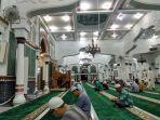 itikaf-di-masjid.jpg