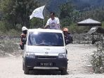jalan-yang-rusak-dan-berdebu-harus-dihadapi-para-relawan-act_20181009_204327.jpg