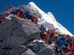 jalur-pendakian-gunung-everest-di-nepal-padat-oleh-pendaki.jpg