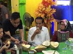 jokowi-di-durian-ucok_20171129_174722.jpg