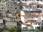 ketimpangan-kekayaan-yang-ekstrem-di-lingkungan-santa-fe-mexico-city_20180824_102853.jpg