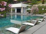 kolam-renang-nava-hotel-tawangmangu.jpg