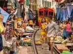maeklong-railway-market-jadi-wisata-foto-yang-instagramable.jpg