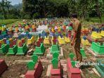 makam-warna-warni-di-desa-karangjoho-kecamatan-badegan-kabupaten-ponorogo-selasa-1632021.jpg