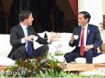 Mark Rutte - Bertemu dengan Jokowi, Ternyata PM Belanda Serahkan Benda Ini ke Presiden