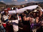menari-dengan-mayat-tradisi-pemakaman-di-madagaskar1.jpg