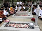 menteri-sosial-republik-indonesia-khofifah-indar-parawansa_20171110_080242.jpg
