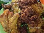 menu-ayam-goreng-di-warung-doyong-bogor-jawa-barat.jpg