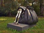 monumen-berbentuk-tas-wanita-italia_20170622_185448.jpg
