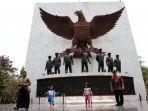 monumen-pancasila-sakti-lubang-buaya_20170930_162038.jpg