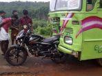 motor-tertabrak-truk-di-india_20180324_132057.jpg