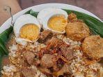 nasi-gandul-makanan-khas-pati-jawa-tengah.jpg