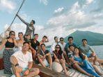 nikita-willy-traveling-ke-pulau-banda-menggunakan-kapal-pinisi.jpg