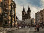 Old Town Square - Jam Astronomi Hingga Foto Vintage Ala Anak Hipster, Inilah Pesona Kota Tua Praha