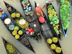 pasar-apung-muara-kuin-borneo_20160816_205207.jpg