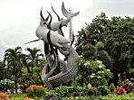 patung-hiu-dan-buaya-landmark-terkenal-dari-surabaya_20171110_150821.jpg