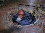 pekerja-membersihkan-saluran-air-di-bangladesh_20180612_095804.jpg