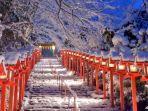 pemandangan-di-kuil-kifune-jepang.jpg