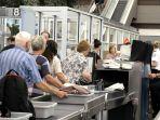 pemeriksaan-pihak-keamanan-bandara_20180310_143345.jpg