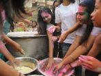 penduduk-di-kawasan-little-india-merayakan-holy-festival.jpg